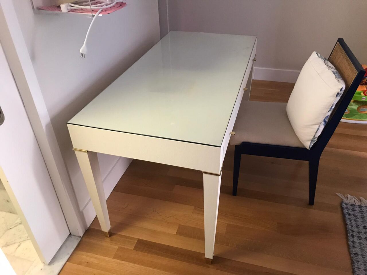 Glass table top cover in Manhattan